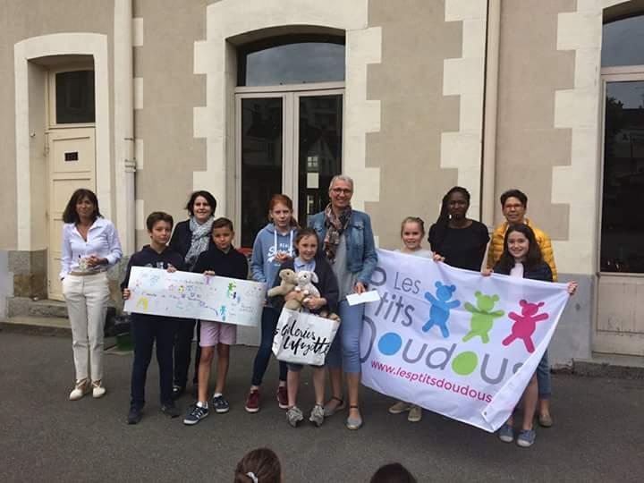 Les P'tits Doudous du CHU de Rennes : opération vente Brioche et opération Bol de riz Ecole Vieux Cours Rennes Mai 2018