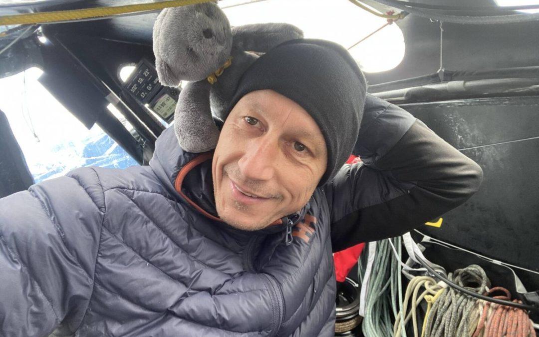 Armel et P'tit Doudou gris à mi parcours du Vendée Globe